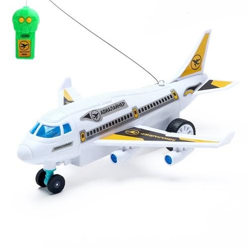 Самолет радиоуправляемый «Лайнер», световые эффекты, работает от батареек, МИКС - фото 105641207